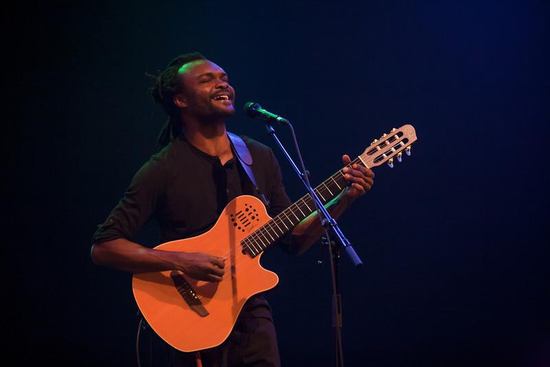 landry biaba j utilise ma voix davantage comme un instrument music in africa. Black Bedroom Furniture Sets. Home Design Ideas