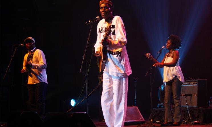 Oliver Mtukudzi. Photo By David Durbach