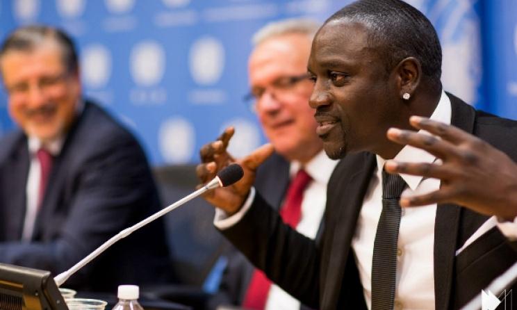 Akon speaking in New York recently. Photo: www.akonlightingafrica.com