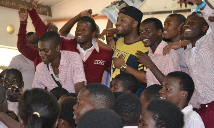 Cassper Nyovest flanked by Zingwangwa secondary school students. Photo by Kamzati Konyani