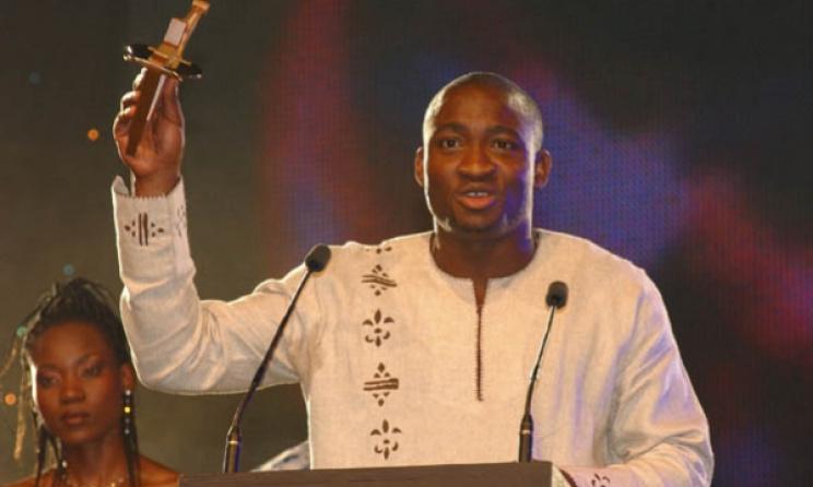 Kunle Ayo accepts his Kora Award in 2004. Photo: www.koraawards.com