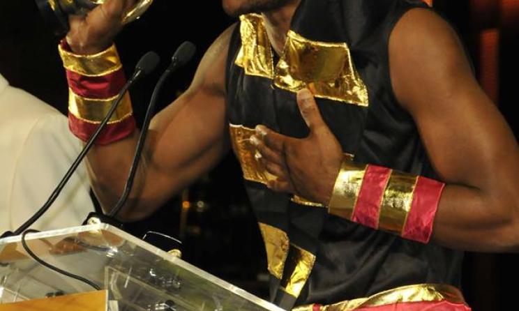 Pai Latifa accepts hit AMA trophy. Photo  Facebook 8a881c7eac5