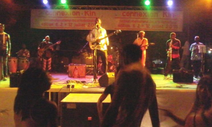 Kojack et son groupe sur scène à Connexion Kin (ph). Adiac-Congo
