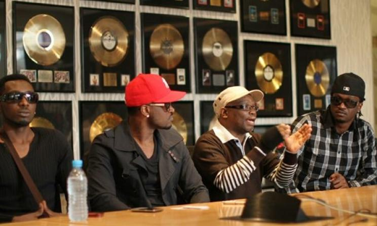 Nigerian duo P-Square with former Universal Music SA director Lindelani Mkhize in 2012. Photo: naijahits.wordpress.com