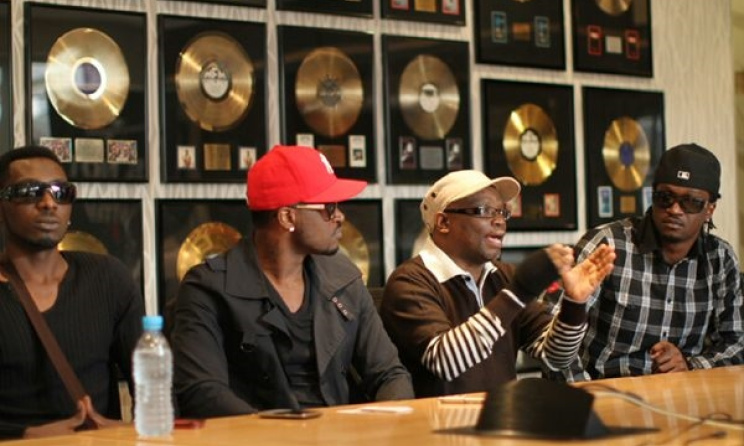 Nigerian duo P-Square with former Universal Music SA director Lindelani Mkhize in 2012. Photo: naijahits.wordpress.com