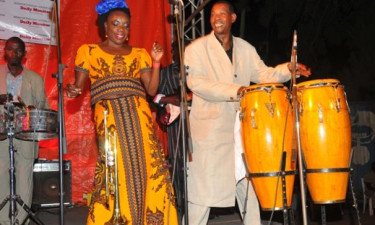 Herman Ssewanyana (right) on stage with Rachel Magoola. Photo: Eddie Chicco/www.monitor.co.ug.