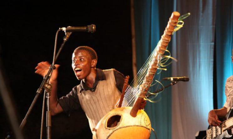 Ugandan artist Joel Sebunjo. Photo: www.chimreports.com