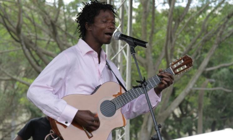 Kenyan artist Mutinda performs at the event. Photo courtesy of Ketebul Studios