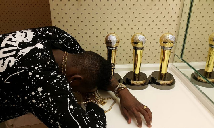 Diamond Platnumz with his three 2015 AFRIMMA trophies. Photo: Facebook
