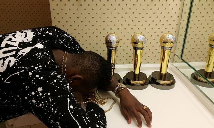 Diamond Platnumz with his three 2015 AFRIMMA trophies. Photo: Facebook