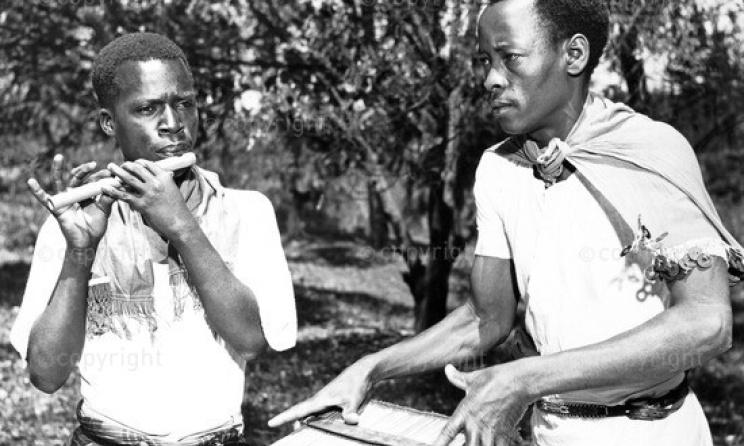 Kenyan musicians playing side-blown flute and Kayamba raft rattle. Photo: www.http://ilam.africamediaonline.com/