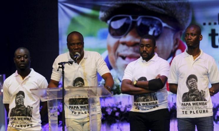 Asalfo et son groupe Magic System ont rendu hommage à Papa Wemba. Photo:Reuters/Luc Gnago.