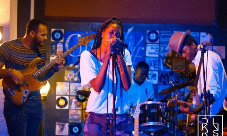 Aida Sock et Keziah Jones sur la scène du Charly's - Photo Dakarlives