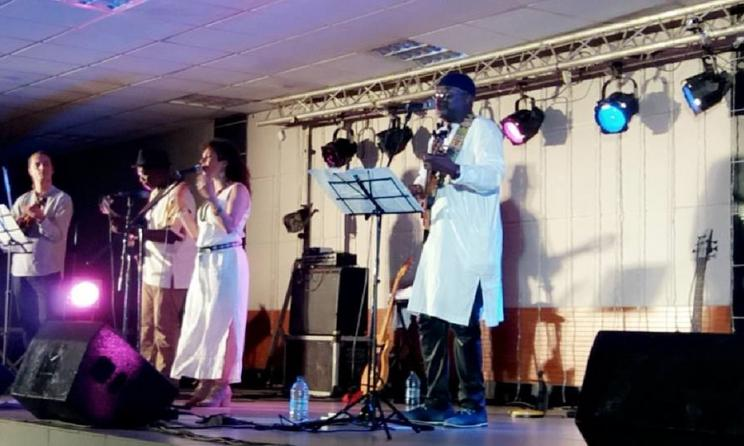 Henri Dikongué lors d'un concert à Yaoundé. Photo:culturebene.com