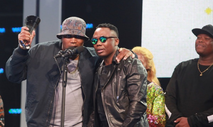 Kwaito group Big Nuz accept one of their two SAMA trophies. Photo: SAMAs
