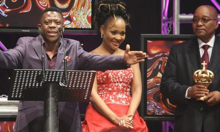 Benjamin Dube flanked by Zanele Mbokazi and SA President Jacob Zuma. Photo: www.crowngospelmusicawards.co.za