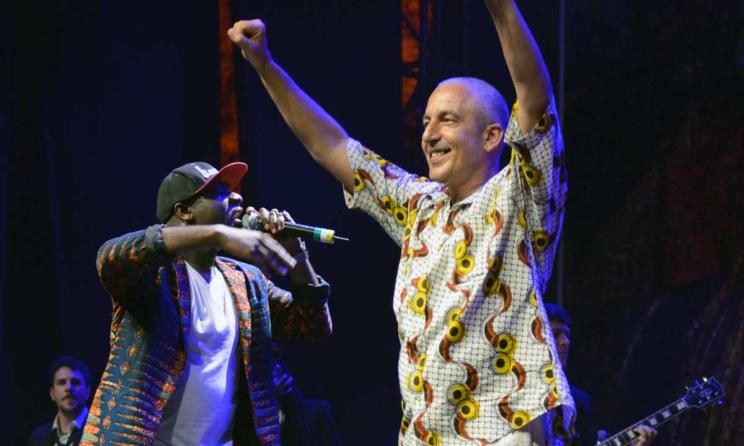 Yusuf Mahmoud (levant les mains) lors d'un concert au festival Sauti za Busara. Photo: DR