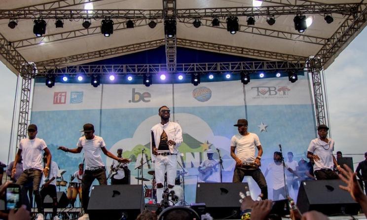 Fabregas sur la scène du festival Amani. Photo: festival Amani.