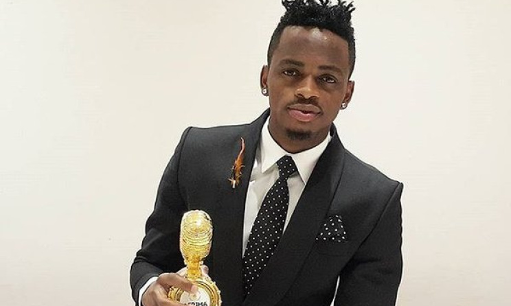 Diamond Platnumz poses with an AFRIMA trophy.  Photo: All Africa Music Awards