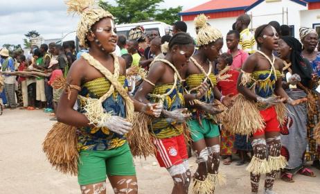 un groupe de danseuses traditionnelles © www.jewanda-magazine.com