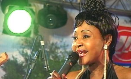 Mbilia Bel, chanteuse de la RD.Congo. (ph). www.http://voyage.e-monsite.com