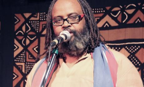 Abdi Rashid Jibril MC-ing at Choices Club. Photo: Ketebul Music