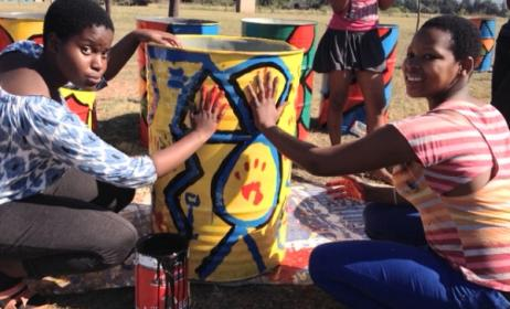 Kids decorate bins for the MTN Bushfire site as part of the Clean Up Mahlanya Campaign. Photo: supplied