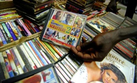 boutique de vente CD et DVD (ph) www.slateafrique.com