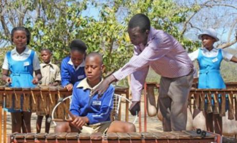 Music classes at the Zimbabwe Academy of Music. Photo: www.zimbabwemusicacademy.org
