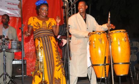 Herman Ssewanyana (right) on stage with Rachel Magoola. Photo: Eddie Chicco/www.monitor.co.ug.
