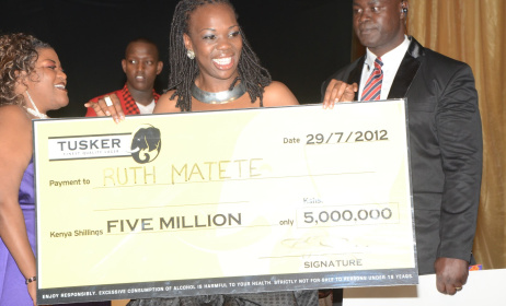 Ruth Matete (centre)Winner of Tusker Project Fame in 2012. Photo:www.africanmuzikmag.com