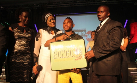 2015 Bongo Star Search winner Kayumba Juma receives his prize. Photo: www.cloudsfm.com