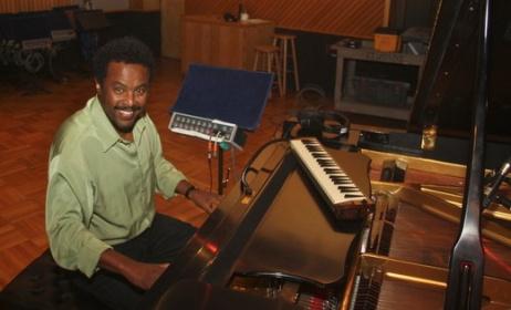 Ethiopian artist Elias Negash. Photo: www.tadias.com