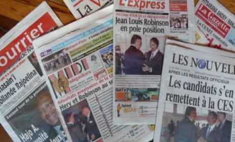 Popular newspapers in Madagascar. Photo: www.fiiser.com