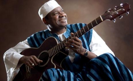 Guinean guitarist Alpha Yaya Diallo. Photo: www.edmontonfolkfest.org
