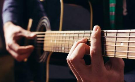Bar chord. Photo: www.guitarhabits.com