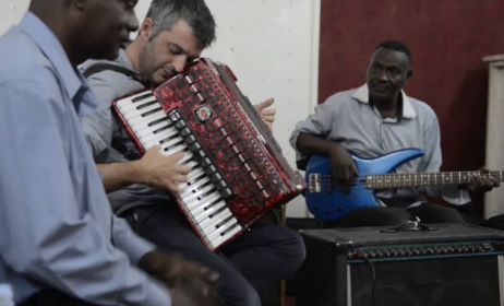 Accordian player Ilan Moss jams with Sudanese musicians in Khartoum. Photo: Vimeo