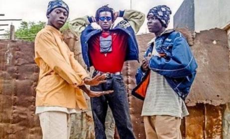 (Ph) Dakaractu - Faada Freddy, Ndongo J et Lord Aladjiman (Daara J) posant pour la couverture du journal Libération de Paris.