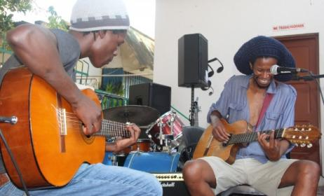 Sibusile Xaba (right) performs with his band at the MCA in Mozambique. Photo: www.music-crossroads.net