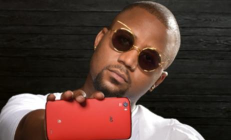 Cassper Nyovest with the new AG #Hashtag phone, which he helped design.