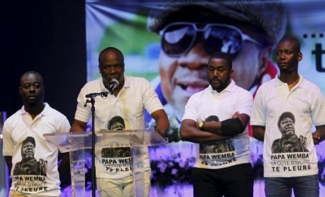 Asalfo et son groupe Magic System ont rendu hommage à Papa Wemba. Photo:Reuters/Luc Gnago.