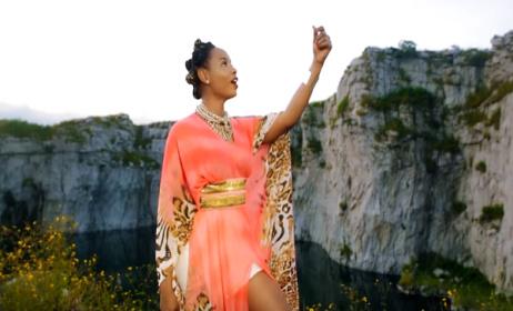 "Yemi Alade sur la vidéo ""Na Gode"""