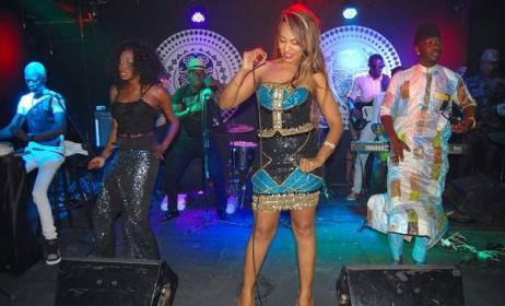 (Photo) La chanteuse Viviane N'Dour lors d'une soirée