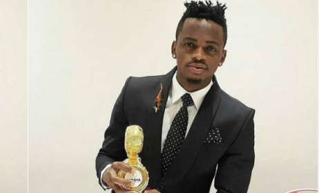 Diamond Platnumz with one of his AFRIMA trophies. Photo: BN