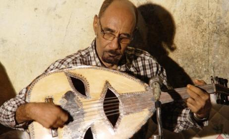 the late Zein l'Abdin during a performance. Photo by Andrew Eisenberg