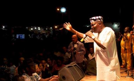 Musiliu Ishola performing at Afropolitan Vibes