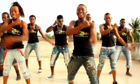 (Photo):Screen capture of Toofan video clip « Soldats du Cool-Catché »