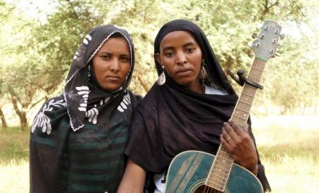 Members of Les Filles de Illighadad band.