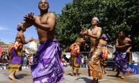 La troupe Benja Gasy de Madagascar. (ph) Charentelibre.fr
