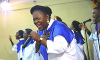 La chanteuse gospel Diane Omega lors d'un concert. Photo: page Facebook officiel de l'artiste.